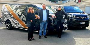 Lakeuden Puhdistuspalvelut OY:lle luovutettiin kaksi uutta tyylikästä Toyota Proace pakettiautoa. Asiakkaan toiveesta autot toim...