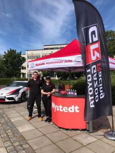 Tervetuloa Nystedtin pisteelle Kokkolan torille! Olemme paikalla koko päivän . Myynnissä myös Gazoo Racing tuotteita. Piipahda käymään! 😊