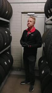 Mistä tiedän, että renkaat ovat vielä kunnossa? Milloin talvirenkaat kannattaa vaihtaa alle? Näihin kysymyksiin Olli vastaa vide...
